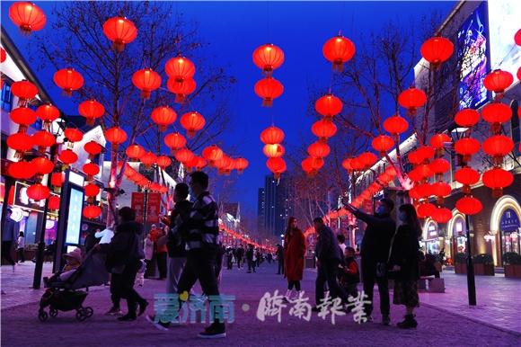 """济南:新春变化多 年味""""不打折"""""""